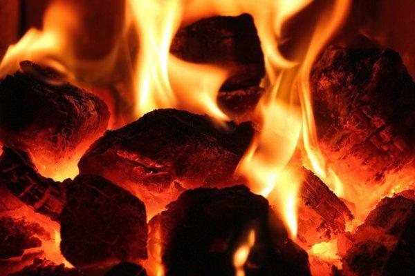 Węgiel kostka czy orzech? tło