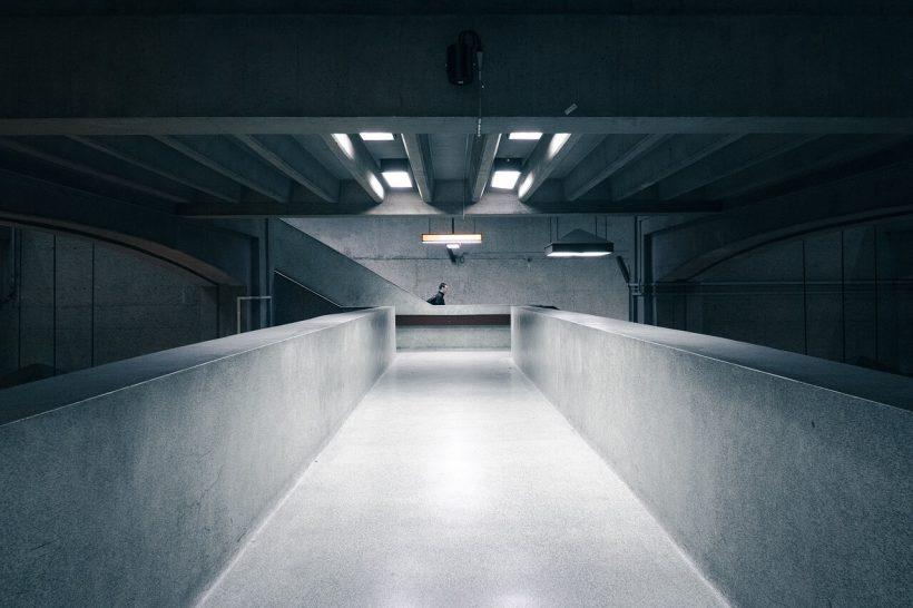 beton architektoniczny w przejściu podziemnym