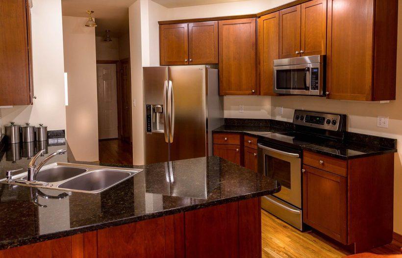 zalety blatów kuchennych granitowych