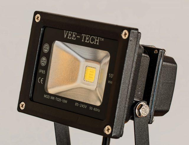 Do czego przyda się naświetlacz LED?